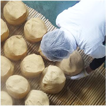 伝統の味噌玉作り